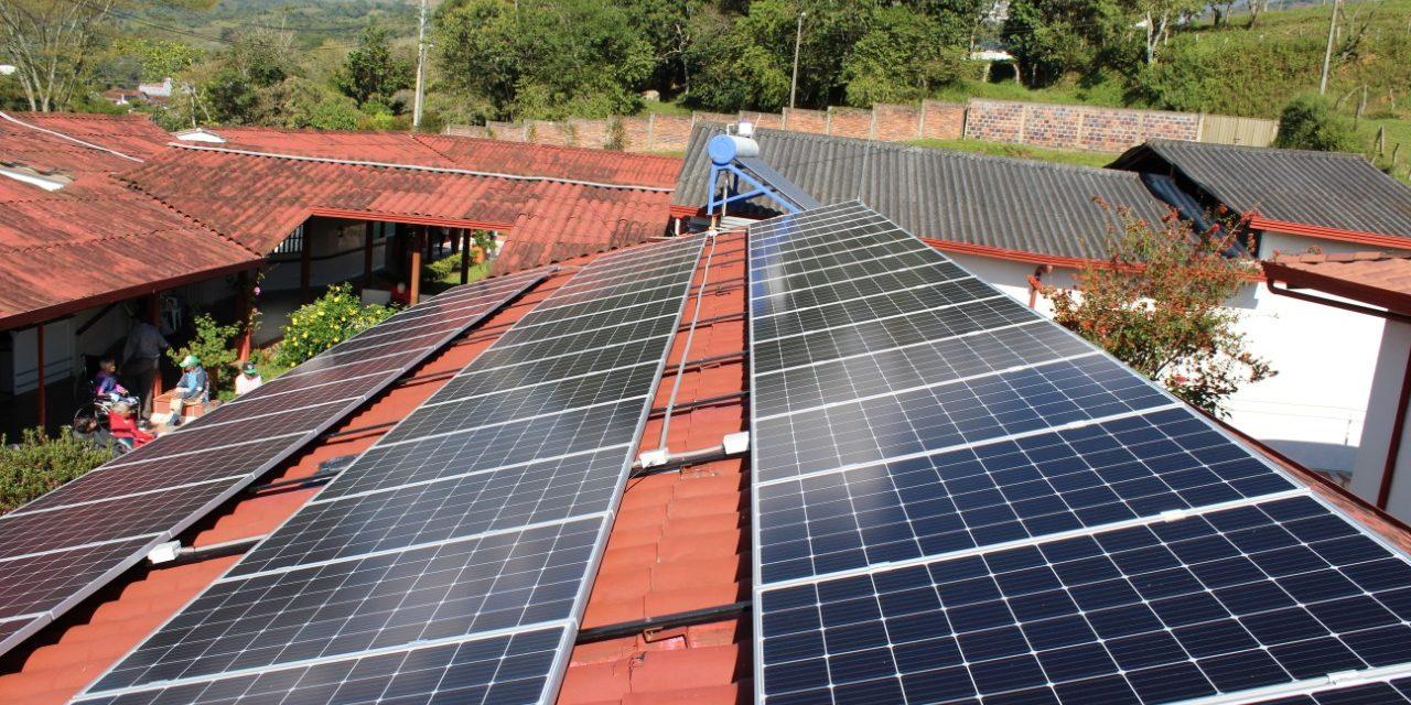 Sistema fotovoltaico Fundación Hogar del Adulto Mayor el Edén